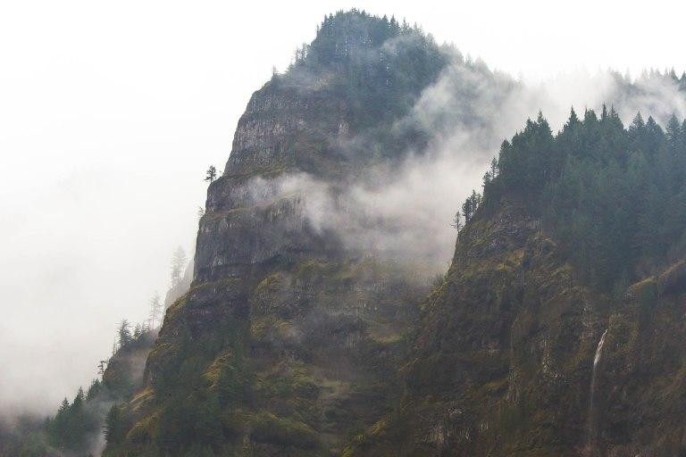 White river falls-misty clifs-9805